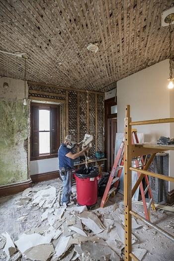Work being performed at Fulton Mansion following Hurricane Harvey. Photo: Patrick Hughey.