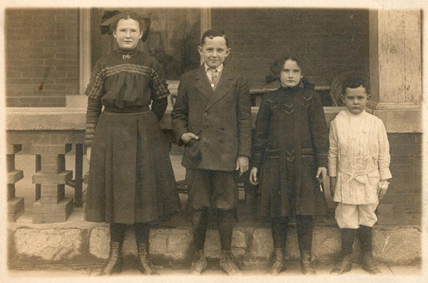 Jim and Anne Magoffin's four children, ca. 1910.