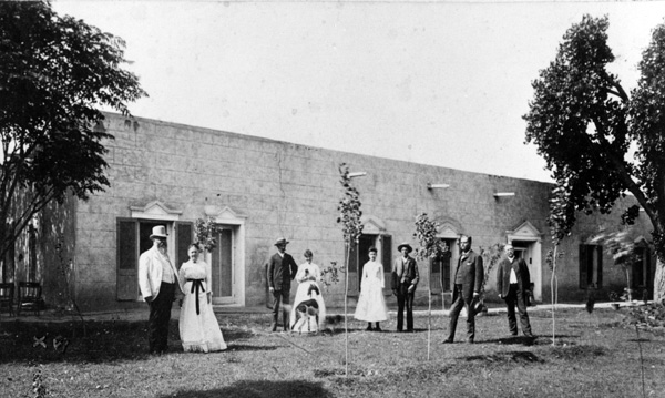 Joseph and Octavia Magoffin (left) outside the Magoffin Home in 1887.