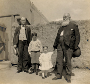 Charles Richardson (left) with two of his grandnephews and his brother-in-law Joseph Magoffin (right) at the Magoffin Home, ca. 1905.