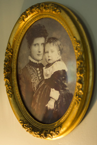 Portrait of Clara Starr and child.