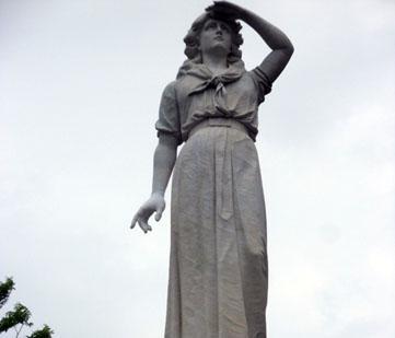 Statute of Elizabeth Crockett.
